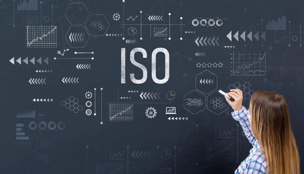 Este curso ISO 27001 Fundamentos de la Norma en Gestión de Seguridad de Información permite a los participantes aprender sobre las Mejores Prácticas para la implementación de un Sistema de Gestión de Seguridad de la Información (SGSI) según se especifica en la norma ISO/IEC 27001:2013, así como las Mejores Prácticas para la implementación de los controles de seguridad de la información de los once dominios de la ISO 27002. Esta capacitación también ayuda a entender cómo la ISO 27001 y la ISO 27002 se refieren a la norma ISO 27003 (Directrices para la implementación de un SGSI), ISO 27004 (Medida de seguridad de la información) e ISO 27005 (Gestión de Riesgos en Seguridad de la Información). De igual forma capacita a los participantes para tomar el examen de certifiaió Fudaetos ISO/IEC 7